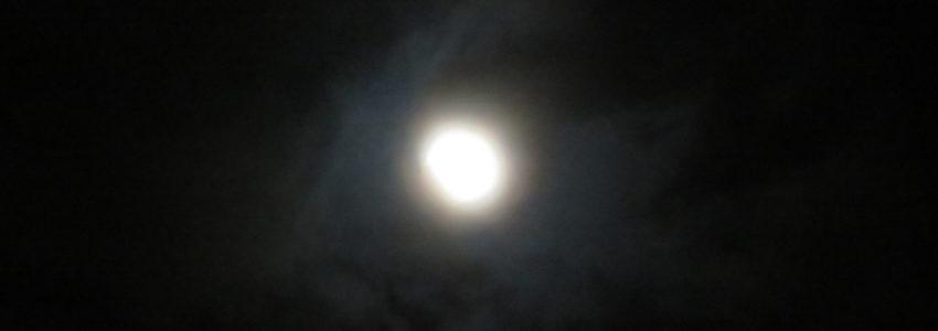 皆既月食をデジカメで無理やり撮影してみたら日進月歩を感じた。